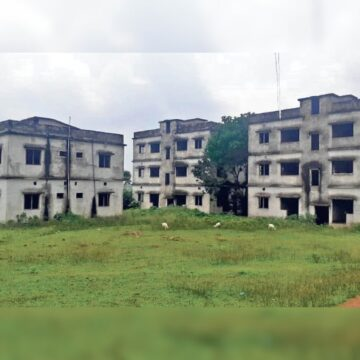4 Crore worth Hospital lying incomplete for 10 years at Pakuria, Pakur Jharkhand
